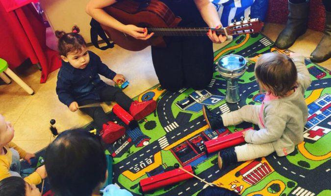 Muzikale babycafé bij de OBA